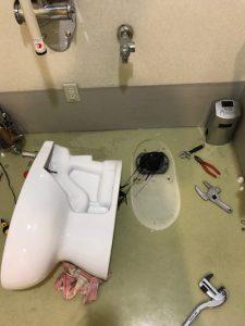 島田市六合  便器脱着作業